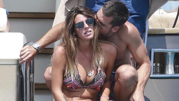 Laura Matamoros y su novio Benji Aparicio disfrutando de sus vacaciones en Ibiza