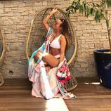 La tronista Rym Renom posando muy sexy en bikini en un columpio