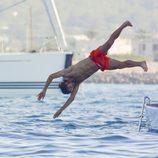 Feliciano López lanzándose al mar en Formentera