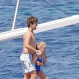 Froilán e Irene Urdangarin antes de darse un baño en el mar en Mallorca
