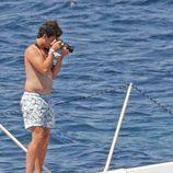 Froilán en bañador haciendo unas fotos en Mallorca