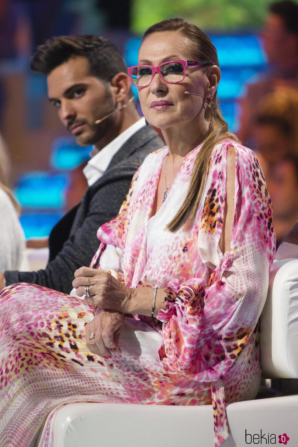 Rosa Benito muy atenta en el debate final de 'Supervivientes 2017'
