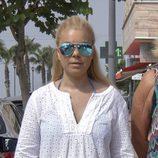 María José Campanario sale de la clínica a dar un paseo