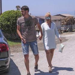 Jesulín de Ubrique y María José Campanario de paseo por la costa de Málaga