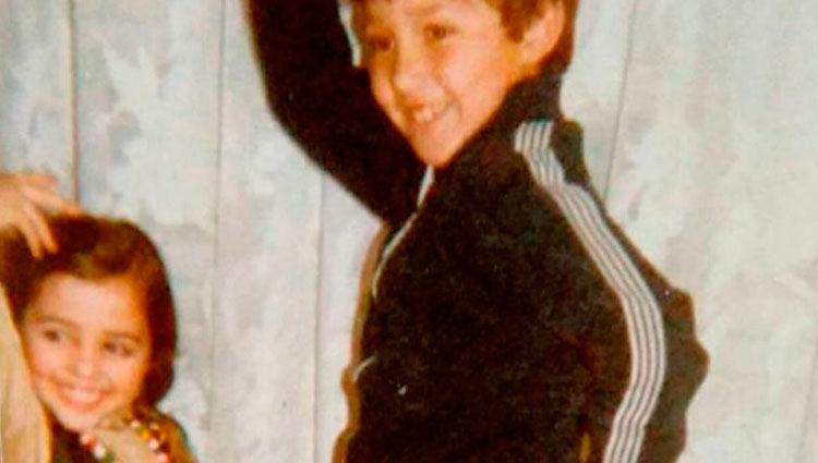 Paula Echevarría y su hermano Luis en la infancia