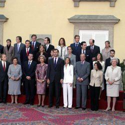 Los Reyes Felipe y Letizia con sus familias en el anuncio de su compromiso de boda