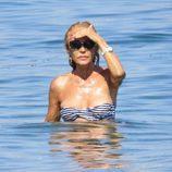 Carmen Lomana, en el mar de Marbella
