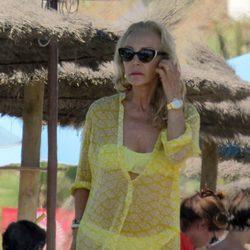 Carmen Lomana disfruta de la playa de Marbella