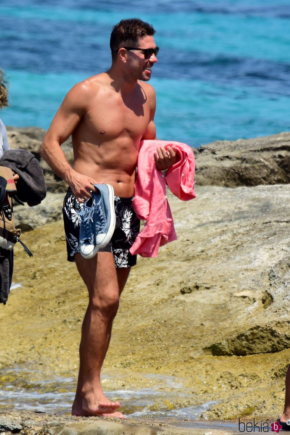 Diego Simeone con el torso desnudo en Ibiza