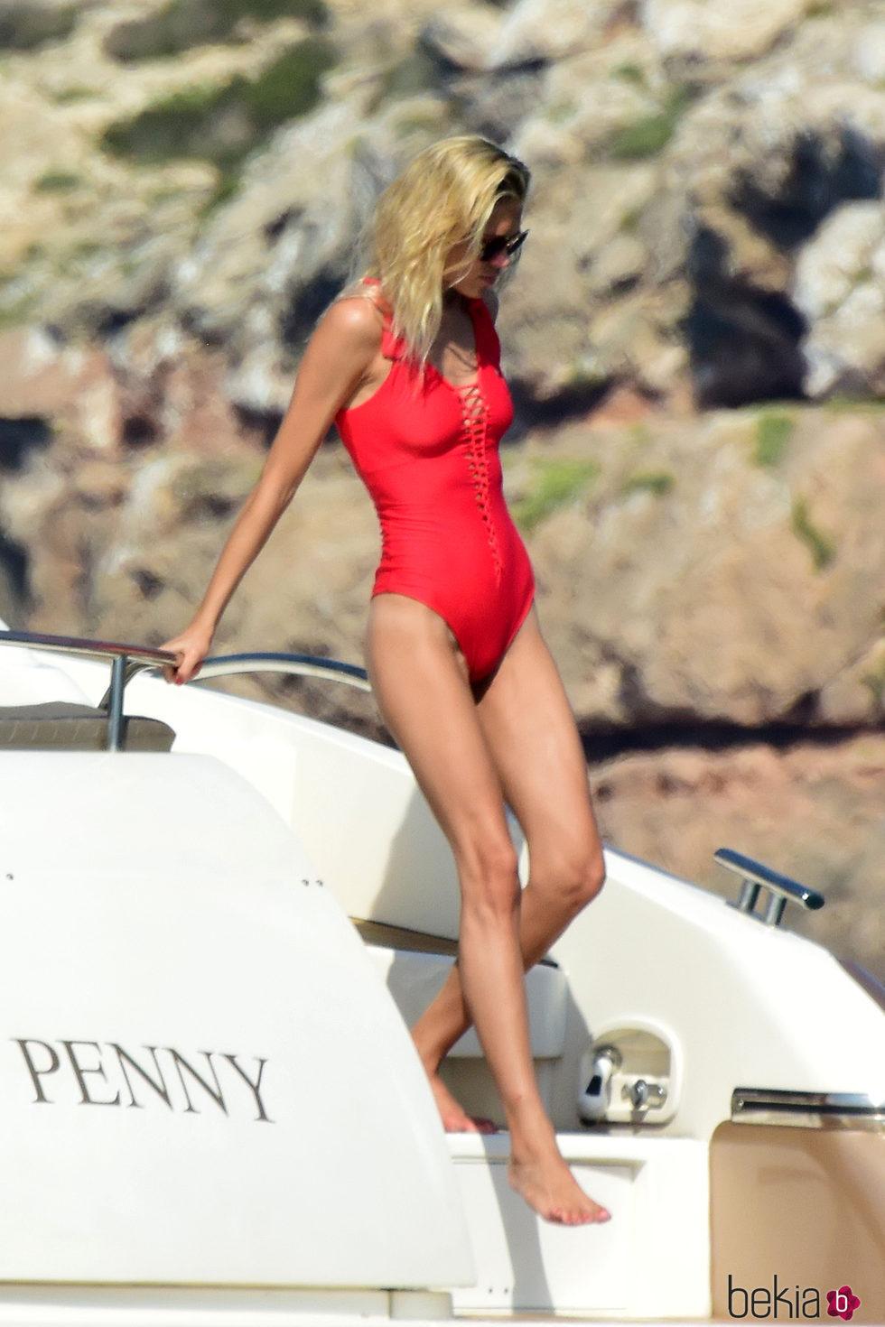 Carla Pereyra luciendo cuerpo en Formentera