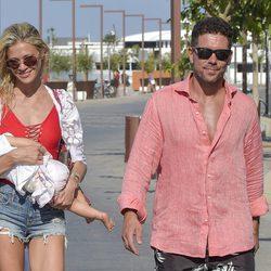 Carla Pereyra y Simeone paseando por Formentera