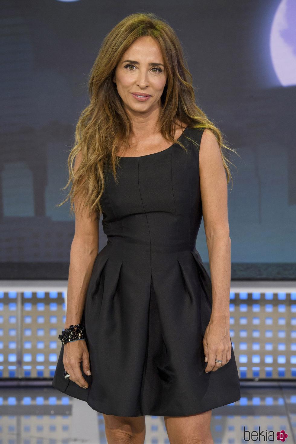 María Patiño presentando 'Sábado Deluxe'