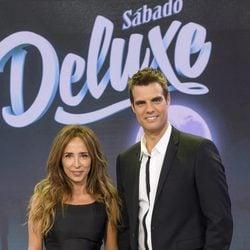 María Patiño y David Alemán, los presentadores de 'Sábado Deluxe'