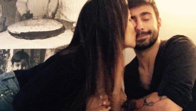Irene Junquera y Rayden protagonizan su primer beso