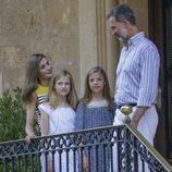 Los Reyes Felipe y Letizia con Leonor y Sofía en el Palacio de Marivent