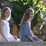 La Princesa Leonor y la Infanta Sofía en el tradicional posado de Marivent