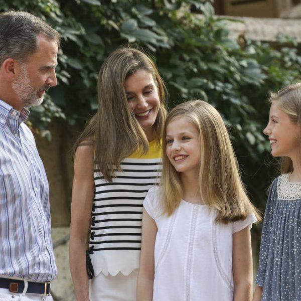 La Familia Real española realiza su tradicional posado en el Palacio de Marivent