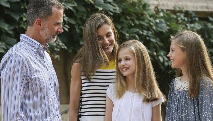 La Familia Real española durante su tradicional posado en Marivent