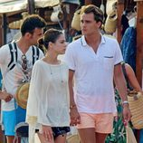 Pepe Barroso y Tini Stoessel paseando por un mercadillo ibicenco