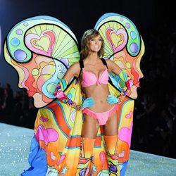 Karlie Kloss durante el desfile de Victoria's Secret 2013