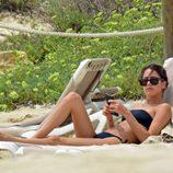 Tini Stoessel con el móvil en sus vacaciones en Formentera