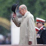 El Duque de Edimburgo se levanta el sombrero en su último acto público