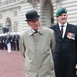 El Duque de Edimburgo mojado por la lluvia en su último acto público