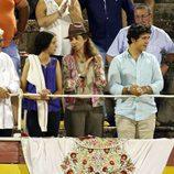 La Infanta Elena y sus hijos Froilán y Victoria Federica en la corrida de toros nocturna de Palma