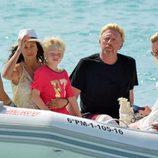 Boris Becker con su mujer Lilly Kerssenberg y su hijo en Ibiza