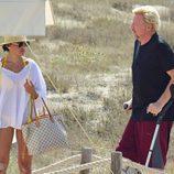 Boris Becker caminando junto a su mujer Lilly Kerssenberg en Ibiza