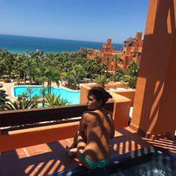 Cristina Pedroche posando en topless en el jacuzzi