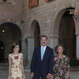 Los Reyes Felipe y Letizia y la Reina Sofía en la recepción a la sociedad balear del verano 2017