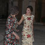 La Reina Sofía y la Reina Letizia, muy cómplices en la recepción a la sociedad balear del verano 2017