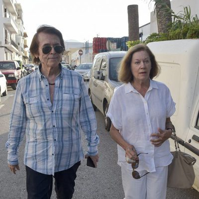 Raphael y Natalia Figueroa acuden a la capilla ardiente de Ángel Nieto