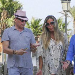 Raquel Bernal y Boris Izaguirre de paseo por Marbella