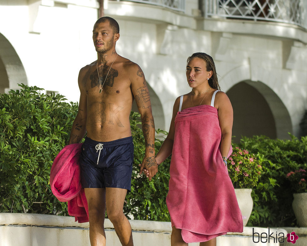 Chloe Green y Jeremy Meeks en la playa