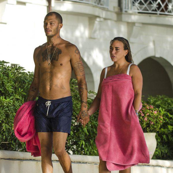 Chloe Green y Jeremy Meeks disfrutan de su amor en Barbados