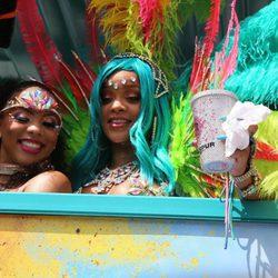 La cantante Rihanna en una de las carrozas del Carnaval de Barbados 2017