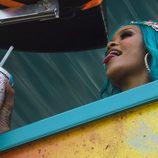 Rihanna se asoma en una carroza del Carnaval de Barbados de 2017