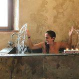 Anabel Pantoja disfrutando de su baño en la bañera