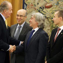 El Rey Juan Carlos con Ángel Nieto en la audiencia de los pilotos