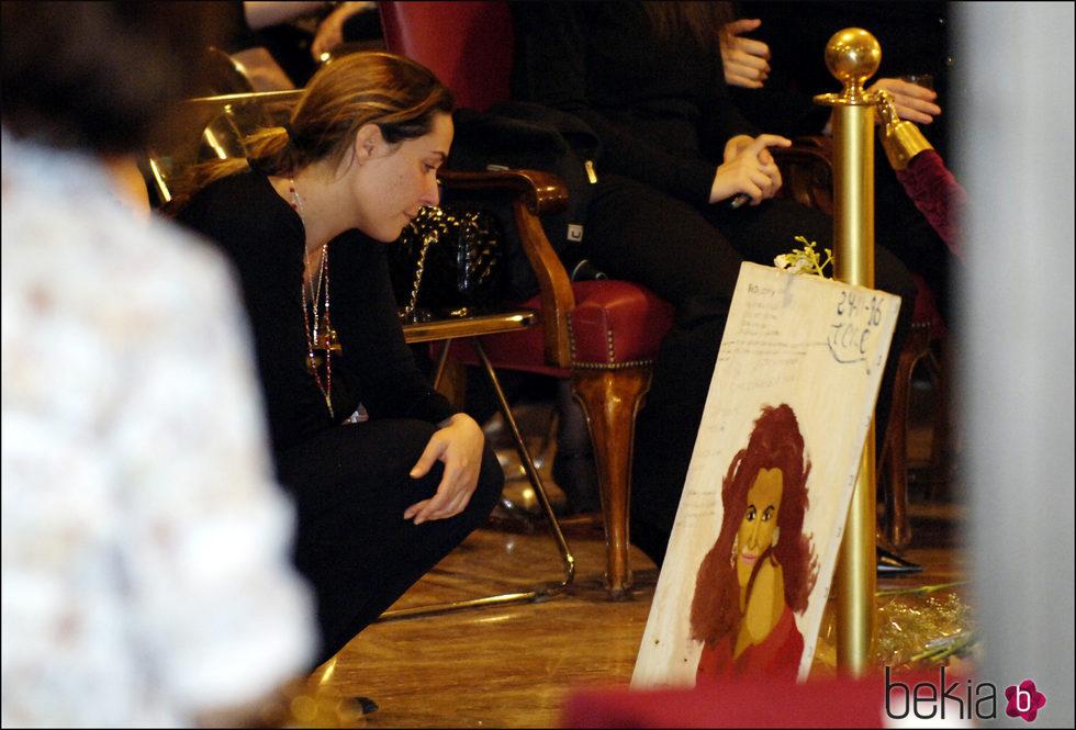 Rosario Mohedano velando a su tía Rocío Jurado en el tanatorio