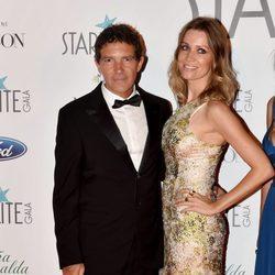 Nicoel Kimpel y Antonio banderas muy elegantes en la Gala Starlite 2017 en Marbella