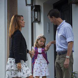 Hija convenciendo al padre de que le deacute permiso - 1 2