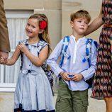 Vicente y Josefina de Dinamarca en su primer día de colegio