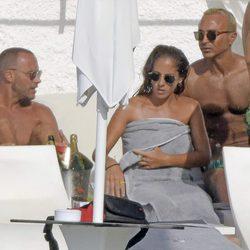 Anabel Pantoja con algunos amigos en Ibiza