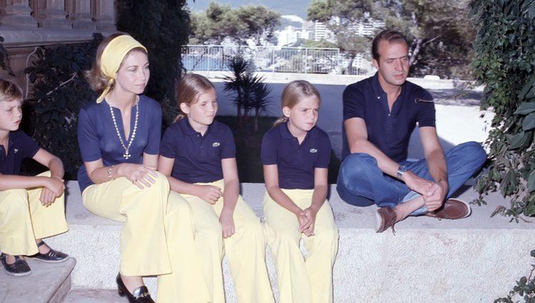 Los Reyes Juan Carlos y Sofía con sus hijos Felipe, Elena y Cristina en Marivent