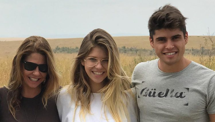 Makoke junto a su hijos Anita Matamoros y Javier Tudela en África