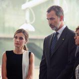 Los Reyes Felipe y Letizia, afectados en la visita a los heridos del atentado de Barcelona