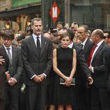 Los Reyes Felipe y Letizia en el lugar del atentado de Barcelona